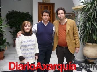 Silvia Parra, Francisco López y Abdeslam Lucena tras la  firma del contrato de explotación del Hotel Cerro La Jaula (Large)