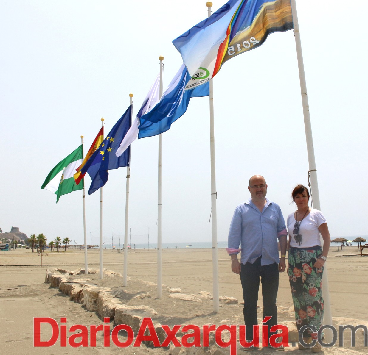 Las playas de Torre del Mar, Caleta y Benajarafe ya ondean las banderas azules, 'Q' de calidad turística y Ecoplayas