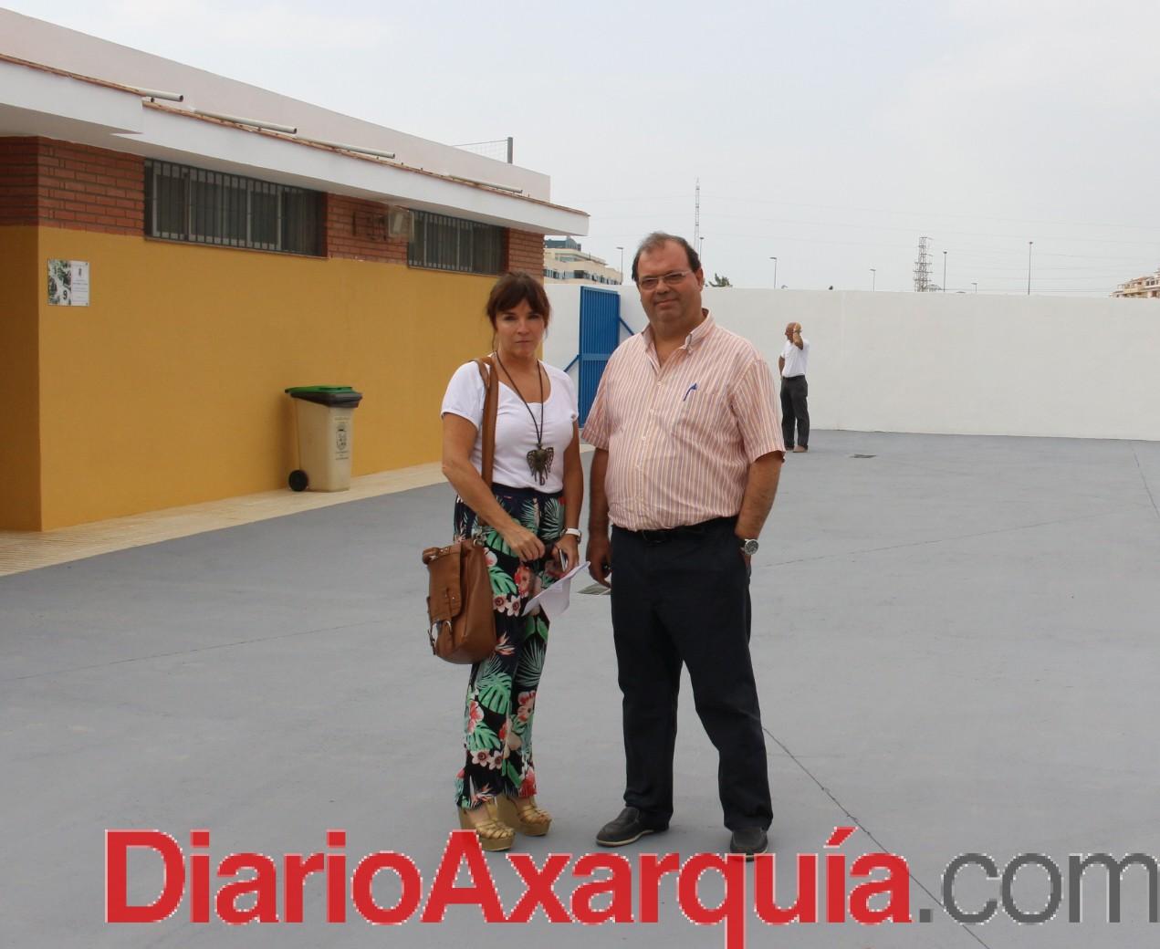 Finalizan la construcción de los aseos y la pavimentación de la entrada del campo de fútbol Juan Azuaga de Torre del Mar