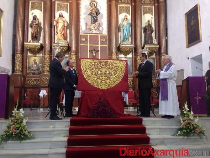 Presentación de la nueva toca de sobremanto de la cofradía Franciscana de la Caridad.