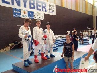 foto-mas-de-200-deportistas-se-dan-cita-en-la-ultima-jornada-del-circuito-provincial-de-karate-en-nerja-(3)_o