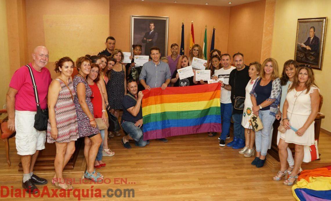 Torrox presenta la nueva oficina de informaci n municipal for Lesbianas en la oficina