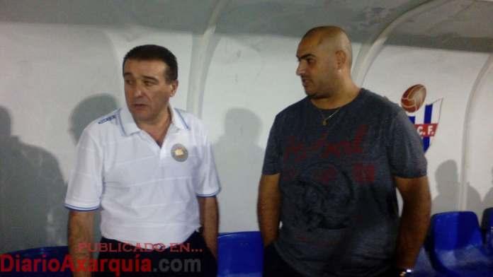 Mármol Y pareja, entrenadores del C.D El Barrio.