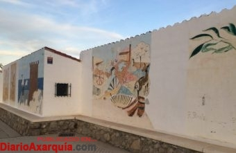 Estado de los paneles artísticos del paseo marítimo de Torre del Mar.