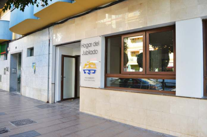 La adjudicataria de la explotación de la cafetería del establecimiento ha renunciado al contrato por motivos económicos. Ante esta situación el Consistorio contratará por un año a la segunda empresa mejor valorada en la licitación.