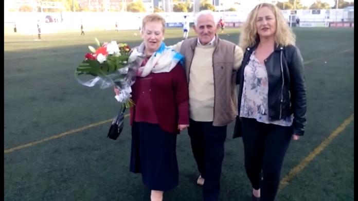 Camacho ha recibido su merecido homenaje junto a su mujer y su hija.