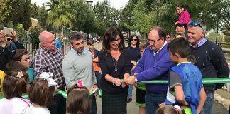 La delegada territorial de Cultura, Turismo y Deporte, Monsalud Bautista, ha inaugu-rado hoy, junto al alcalde de Iznate, Gregorio Campos, las nuevas instalaciones de la localidad.