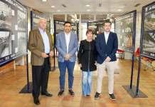 El primer teniente de alcalde, Marcelino Méndez-Trelles, el historiador de la Fundación Málaga CF, Domingo Muñoz, el exjugador y responsable del Área Social de la Fundación Málaga CF, Sebastián Fernández 'Basti' y la concejala de Deportes, María José Roberto.