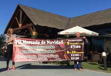 La concejala de Turismo, Sandra Extremera, junto con el organizador del evento, Antonio Medina.
