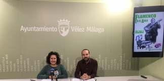 La concejala de Educación y Cultura, Cynthia García y el guitarrista y representante de la asociación Flamenco Abierto, Rubén Portillo.