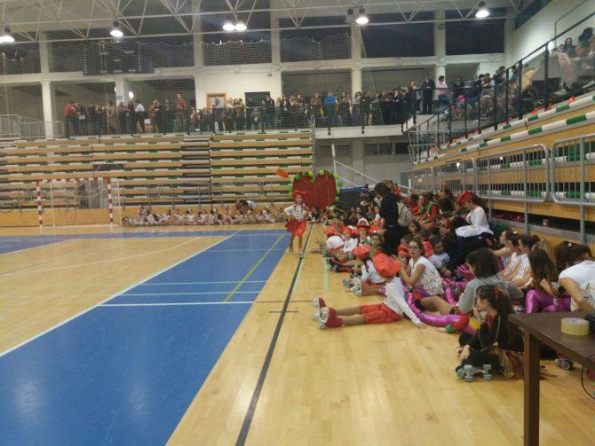 El evento ha sido organizado por el Club Patinaje Artístico La Torre y ha contado también con una recogida de juguetes
