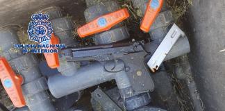  Han sido detenidos cuatro hombres como presuntos responsables de delitos contra la salud pública, lesiones y tenencia ilícita de armas y a uno de ellos, un joven de 18 años y nacionalidad holandesa, se le atribuye, además, un delito de homicidio.
