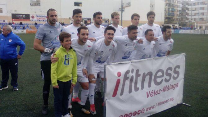 Una derrota que deja al Vélez sin premio en su primera jornada de este 2018.  FOTO: JOSÉ LUIS CASTRO.