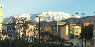 La Maroma, con 2.068 metros de altitud, se divisa con abundante.