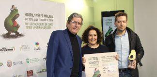 La concejala de Educación, Cynthia García, el director del festival, César Roldán, y el actor español, Antonio Dechent, presentaron la iniciativa que pretende acercar la cultura audiovisual a lo más jóvenes y cuyas proyecciones tendrán lugar en el Teatro del Carmen los días 14 y 15 de febrero.