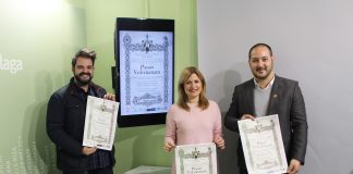 El evento ha sido presentado en el Ayuntamiento veleño porAlfredo Molina -representando a la Cofradía de las Angustias Coronada- y el autor del cartel Aitor López Rodríguez, junto a al edil María Santana.