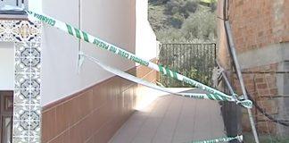 El cuerpo de la víctima fue localizado este lunes por la tarde en su domicilio, ubicado en la pedanía de Los Romanes, con cerca de 30 heridas de arma blanca. La mujer tenía 44 años.