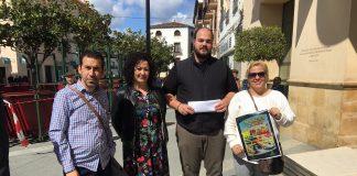 La cita ha sido presentada por integrantes de la asociación de vecinos del barrio de Los Olivos, junto a la concejala de Participación Ciudadana, Cynthia García.