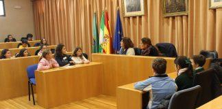 En la primera reunión del Consejo Municipal de la Infancia y la Adolescencia, los integrantes han planteado temas como la mejora de la seguridad vial en los carriles bici o la necesidad de mejorar las instalaciones de algunos parques y zonas de recreo de la ciudad.