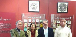 Navarro ha mantenido un encuentro con los representantes del Consejo Regulador de las denominaciones de origen 'Málaga', 'Sierras de Málaga' y 'Pasas de Málaga', en el que también han participado el coordinador de Sectores Productivos del PP de Málaga, Joaquín Pérez, y el alcalde de Moclinejo, Antonio Muñoz.