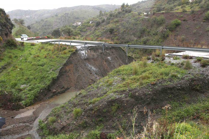 Imagen de la carretera Salaraes- Árchez tras el ultimo temporal.