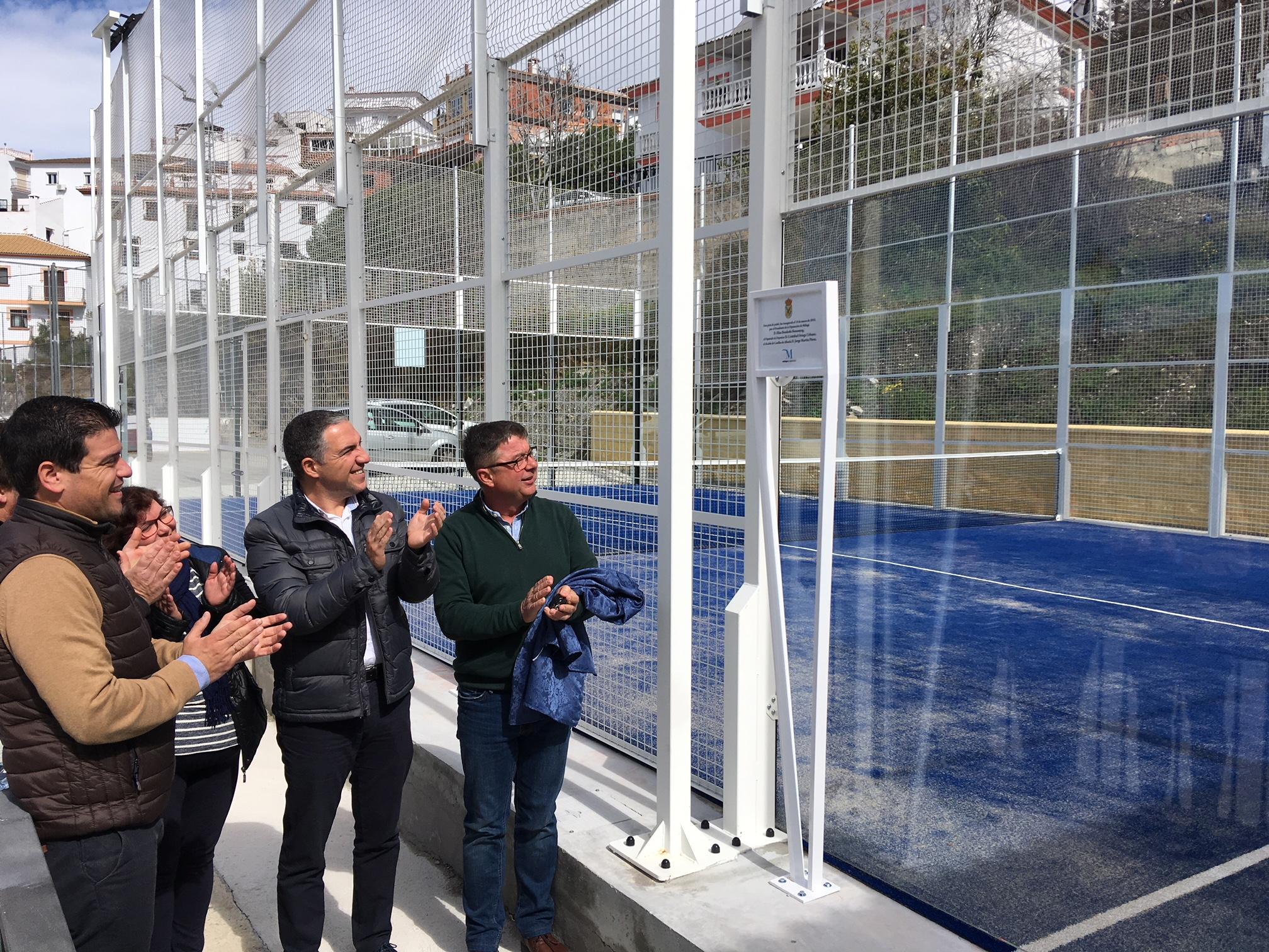 El presidente de la diputaci n inaugura la pista de p del for Pistas de padel malaga