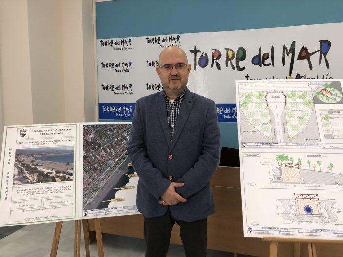 """El teniente de alcalde de Torre del Mar y concejal de Turismo y Playas, Jesús Pérez Atencia, informó que """"la Consejería de Medio Ambiente y Ordenación del Territorio de la Junta de Andalucía ha aceptado los últimos ajustes en un proyecto innovador."""