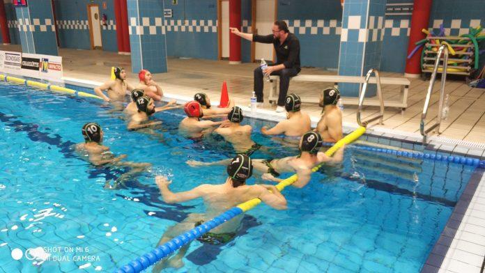 El Club Deportivo Waterpolo Málaga empata (8-8) en la piscina Guillermo Molina de Ceuta ante el Caballa y logra de forma matemática la permanencia.