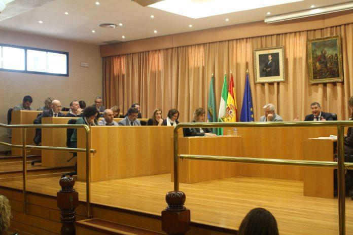 El Ayuntamiento de Vélez-Málaga ha celebrado esta mañana elpleno extraordinario solicitado por el Partido Popular, en el que Moreno Ferrer ha dejado patente que el Ayuntamiento es absolutamente transparente en su gestión y apuesta por el diálogo.