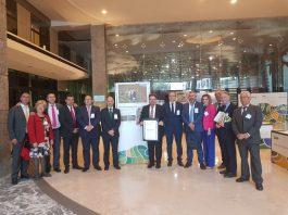 La institución provincial refuerza las inversiones en la comarca con 200.000 euros para el centro de interpretación en Almáchar y 150.000 euros para la dinamización de siete municipios.