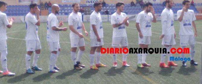 El Vélez sigue alargando una liga de desastre en desastre.  Foto: José Luis Castro.