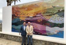 El teniente alcalde de Torre del Mar y concejal de Turismo, Jesús Pérez Atencia, visitó el Paseo Marítimo de Levante de Torre del Mar, donde la Tenencia de Alcaldía ha instalado una reproducción a tamaño de real de la obra 'La Luz de Andalucía' del pintor Evaristo Guerra.