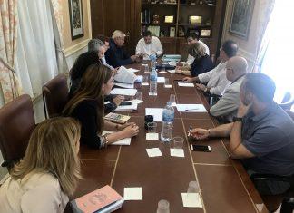 El presupuesto asciende a un total de 103,6 millones de euros y supone un incremento de los programas de ayudas sociales en 1,3 millones y un capítulo de inversiones de 11 millones de euros.