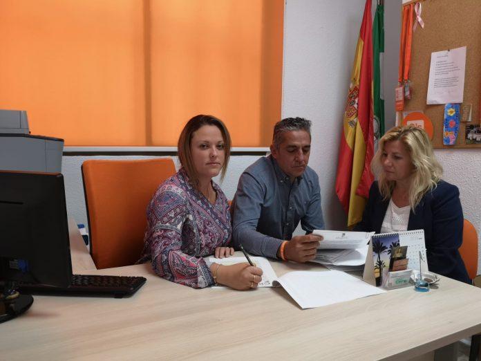 La portavoz de la formación liberal, Elena Aguilar, exige zonas de sombra, mejoras en las playas y en el paseo marítimo y fuentes adaptadas para animales.