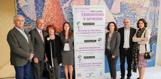 La cineasta Ángeles González Sinde y las periodistas Rosa Villacastín y Rosa Belmonte han participado en la mesa redonda organizada por la Fundación Manuel Alcántara en colaboración con el Ayuntamiento de Málaga.