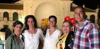 Deli -esposa de nuestro querido amigo Antonio López Rosique- vio cumplido sus sueño de reunir a toda su familia en la ermita del Rocío.
