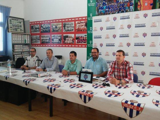 Un Vélez atascado en el grupo IX de Tercera División y que suma ya casi diez años sin meterse en liguilla de ascenso.