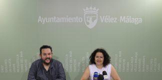 La concejala de Cultura, Cynthia García, y el presidente de la peña flamenca 'Niño de Vélez', Cristóbal Moya, han informado de los detalles del evento que tendrá lugar en la plaza del Carmen el próximo sábado 23 y que reunirá a representantes de 52 peñas flamencas federadas .