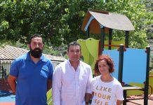 El alcalde de El Borge, Salvador Fernández Marín, el Concejal de Urbanismo, Raúl Vallejo Díaz, y la Teniente de Alcalde, Soraya Alarcón cumplen con la demanda de los vecinos.