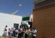 Amigos y familiares durante el emotivo homenaje al maestro Ciriaco Reyero Gutiérrez. / AMPA La Gloria.