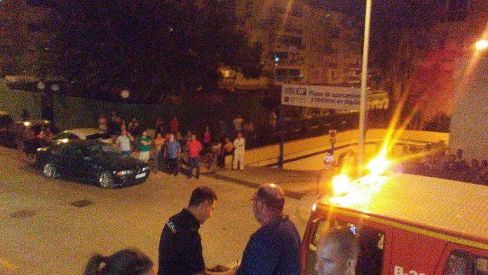 Un agente de Policía Local resultó afectado por inhalación de humo. Foto: Gabinete Prensa Ayuntamiento Vélez-Málaga.