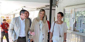 La delegada territorial de Educación de Málaga, Patricia Alba, ha dado a conocer esta actuación en una visita realizada al IES Reyes Católicos de Vélez-Málaga junto con el alcalde de la localidad, Antonio Moreno.