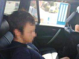 El prófugo, de 19 años y nacionalidad inglesa, y otros cuatro jóvenes siguieron al artista en Islington; tras una discusión, la víctima acabó apuñalada por un miembro de la cuadrilla.