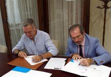 El decano, Francisco Javier Lara, y el hermano mayor, Antonio Martínez, firman el acuerdo, que también beneficia a personas que han salido ya en libertad.