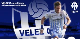 El delantero hispano-polaco de 24 años llega a la entidad veleña procedente deAntequera CF, donde estaba cedido porReal Murcia CF.