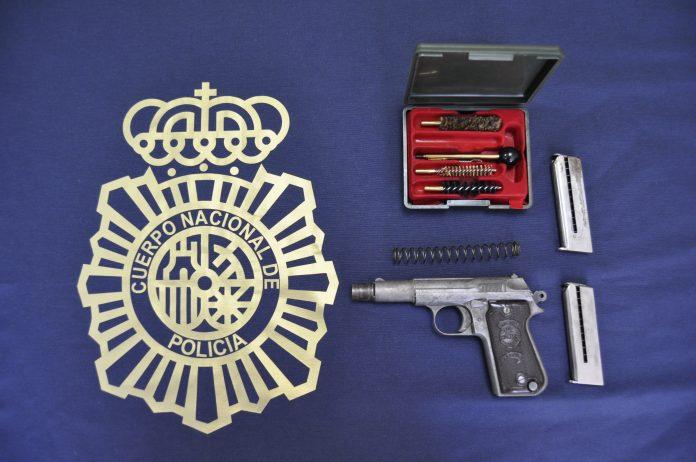 ntervenidas 10 armas de fuego cortas, una carabina, un rifle, tres escopetas y unos 1.000 cartuchos de calibre 7,62 que está considerada como munición de guerra.