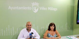 El concejal de Ferias y Fiestas del Ayuntamiento de Vélez-Málaga, Sergio Hijano, y la teniente de alcalde de Chilches, María José Roberto.