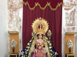 Estreno de manto procesional en terciopelo azul bordado y saya en terciopelo rosa flúor bordado en oro para la salida procesional.