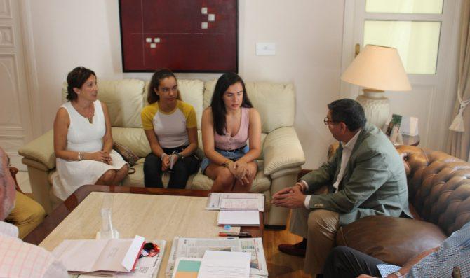 El alcalde de la localidad, Antonio moreno Ferrer, ha señalado que es un orgullo para el municipio esta representación y le ha deseado mucha suerte en nombre de todos.