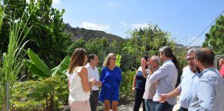 visita del delegado del gobierno andaluz, José Luis Ruiz Espejo, y la delegada de Educación, Patricia Alba, al CPR Alcalde Juan Garcia, de La Viñuela, cuyos espacios educativos han sido mejorados .